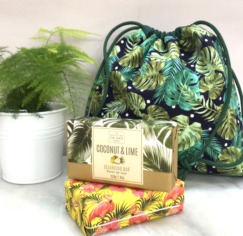 Palm leaf wash bag £12